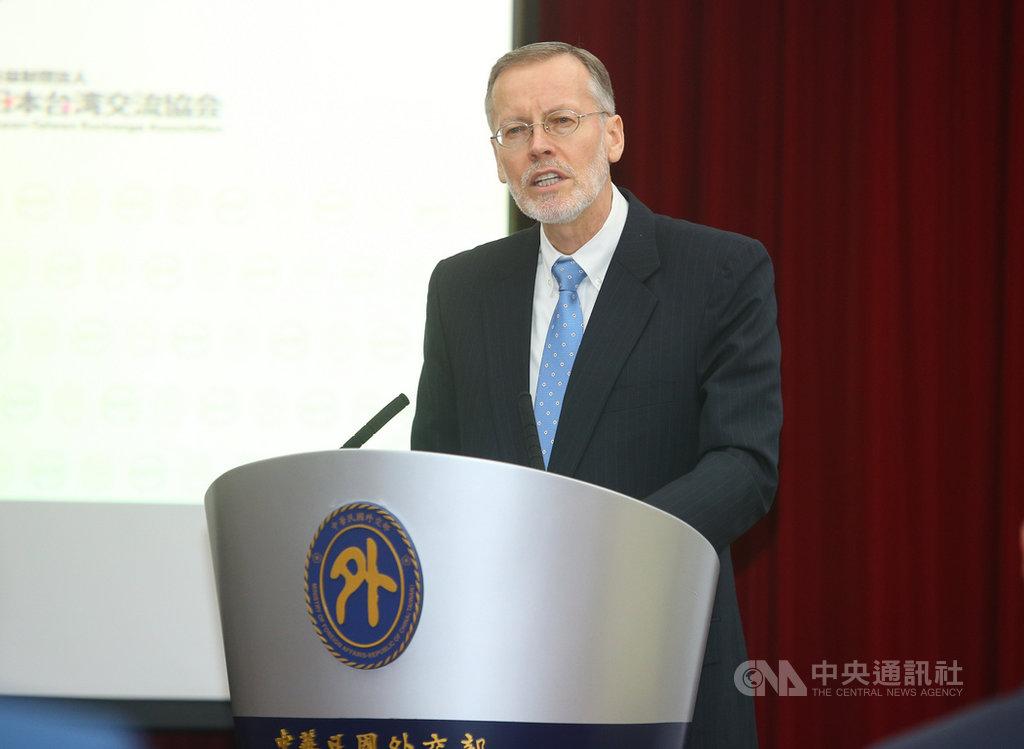 外交部1日上午舉行全球合作暨訓練架構(GCTF)成立5週年記者會,美國在台協會(AIT)處長酈英傑(Brent Christensen)出席致詞。中央社記者謝佳璋攝  109年6月1日