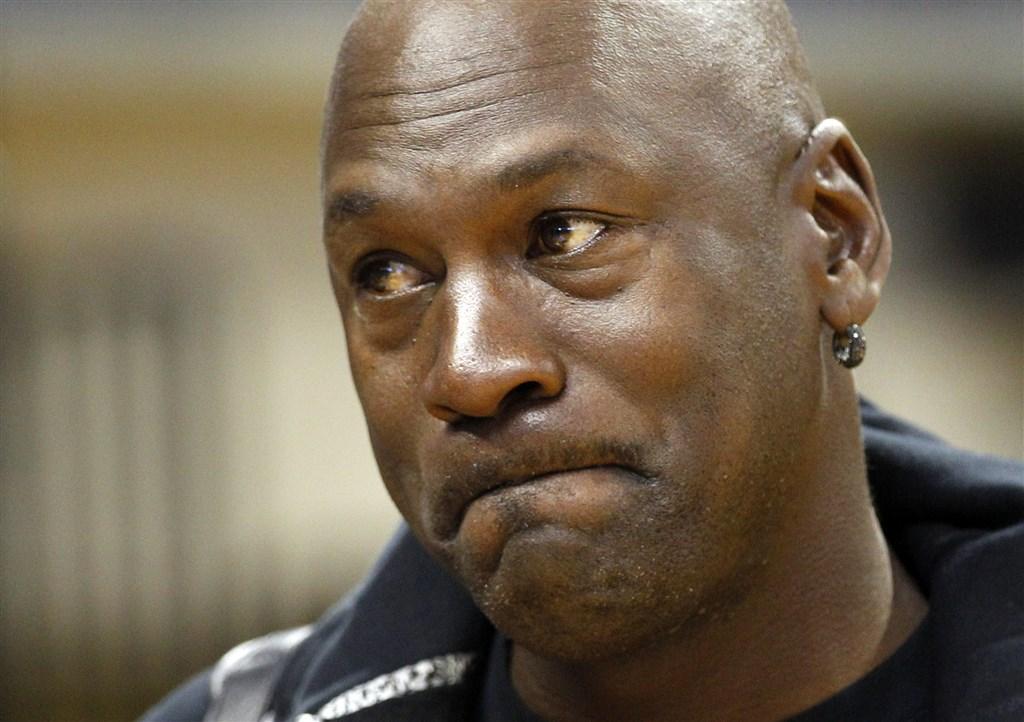 美國一名非裔男子遭白人警察壓頸致死,點燃全美怒火,「籃球之神」喬丹也發聲明提到「我們受夠了」。(檔案照片/美聯社)