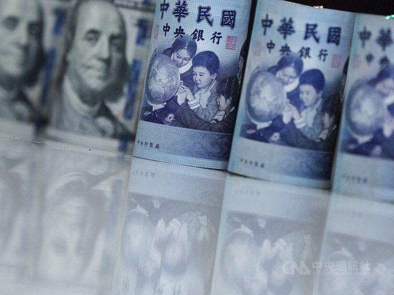新台幣兌美元1日中午暫收29.908元,升1.24角。(中央社檔案照片)