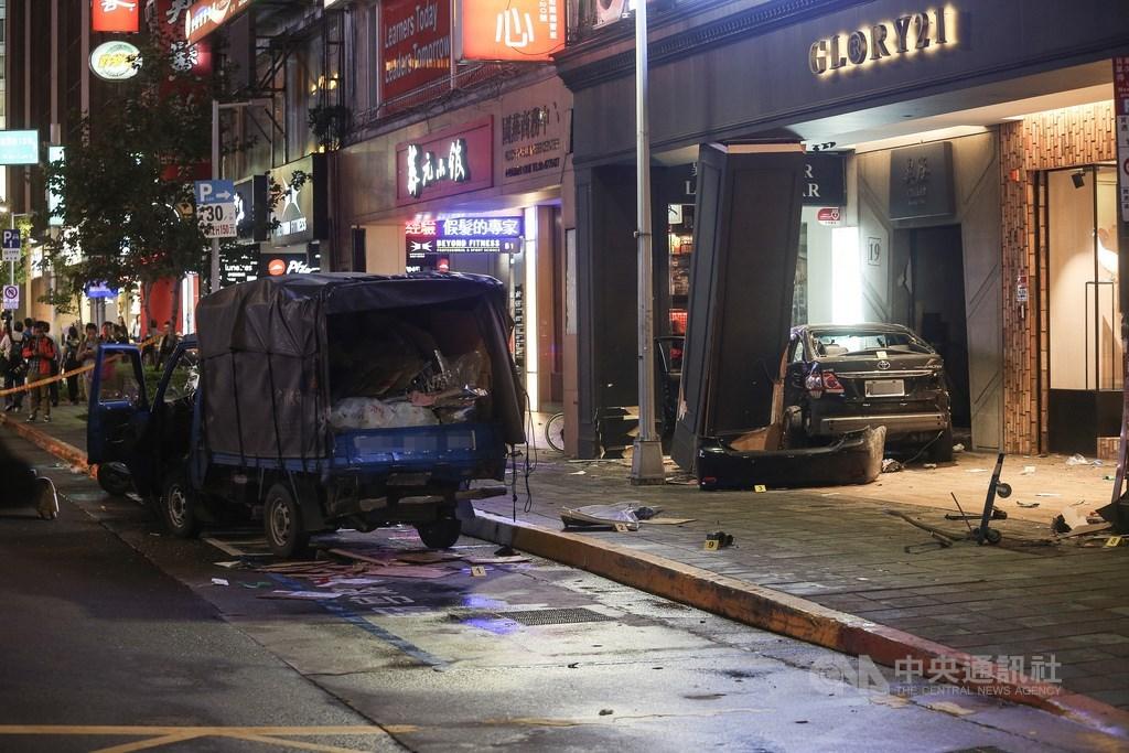 台北市南京東路4段107年10月11日下午發生死亡車禍,男子謝亞軒開車撞上在路旁卸貨的一輛貨車後,再衝入人行道及騎樓,造成3人死亡。(中央社檔案照片)