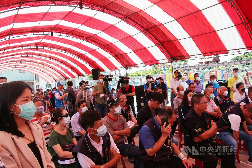 台電公司2日舉辦台中火力發電廠第2、3號機組重啟說明會,許多地方民眾都到場關心。中央社記者蘇木春攝 109年6月2日