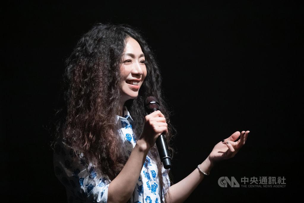 歌手萬芳原訂13日要在台北小巨蛋舉辦出道30週年演唱會,不料因疫情延期,她2日宣布明年6月12日將重返小巨蛋與歌迷同樂。(何樂音樂提供)中央社記者葉冠吟傳真 109年6月2日