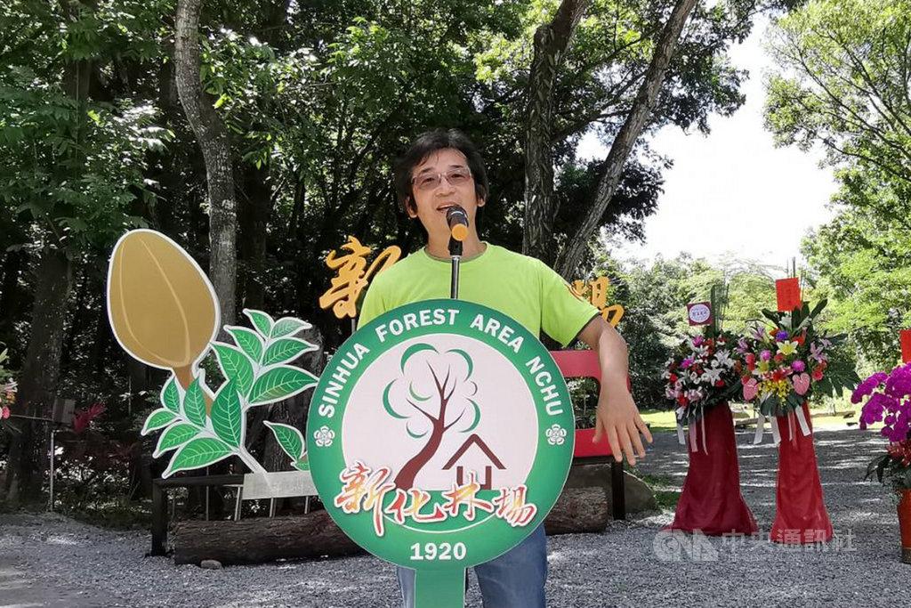 正在籌拍新作「台灣三部曲」的導演魏德聖(圖)2日應邀出席中興大學新化林場100週年慶活動,宣布電影將有60%的森林場景在此拍攝。中央社記者楊思瑞攝  109年6月2日