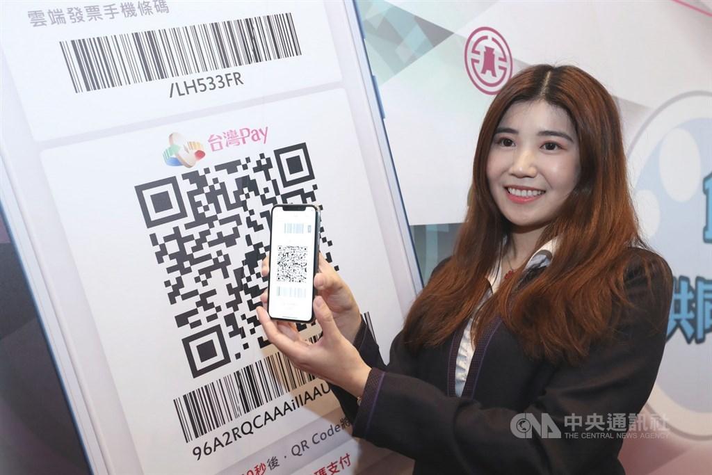 振興三倍券即將於7月上路,消費滿新台幣3000元,除政府回饋2000元,台灣Pay擬再加碼回饋200元。(中央社檔案照片)