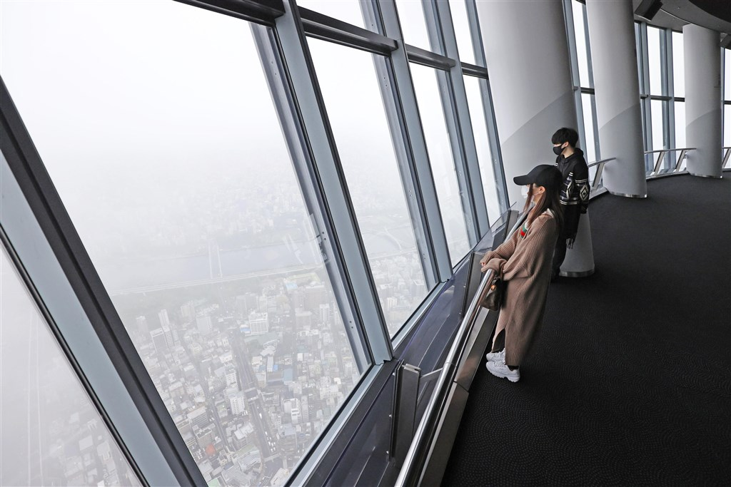 武漢肺炎疫情趨緩,日本東京晴空塔等知名設施開放民眾參觀。(共同社提供)