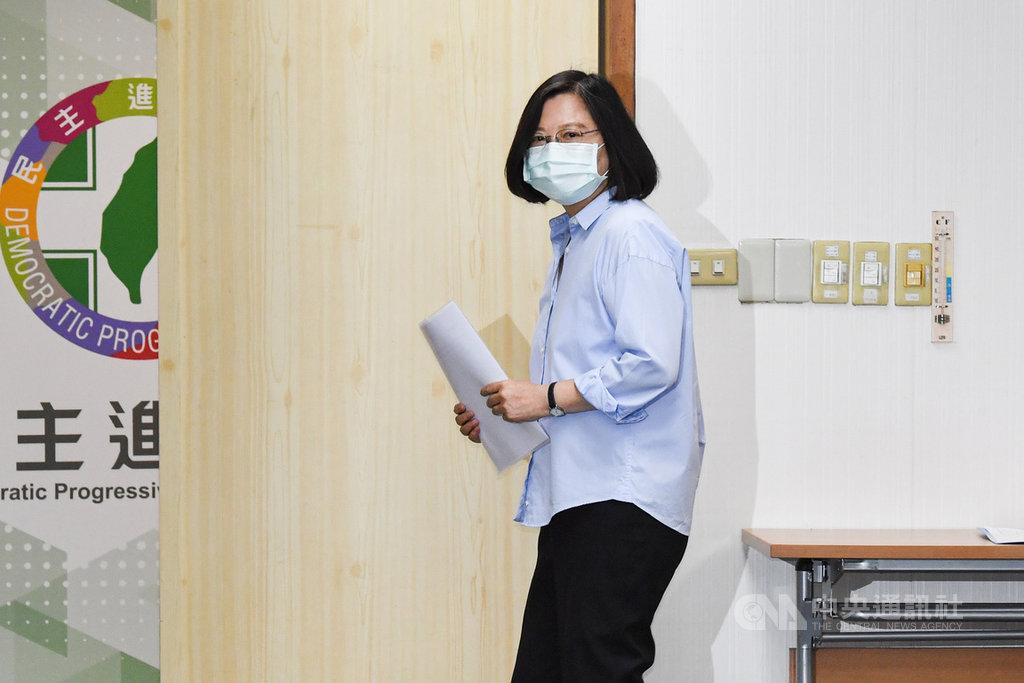 高雄市長韓國瑜罷免案6日投票,總統兼民進黨主席蔡英文3日下午主持中常會,罷韓議題成為焦點。中央社記者林俊耀攝 109年6月3日