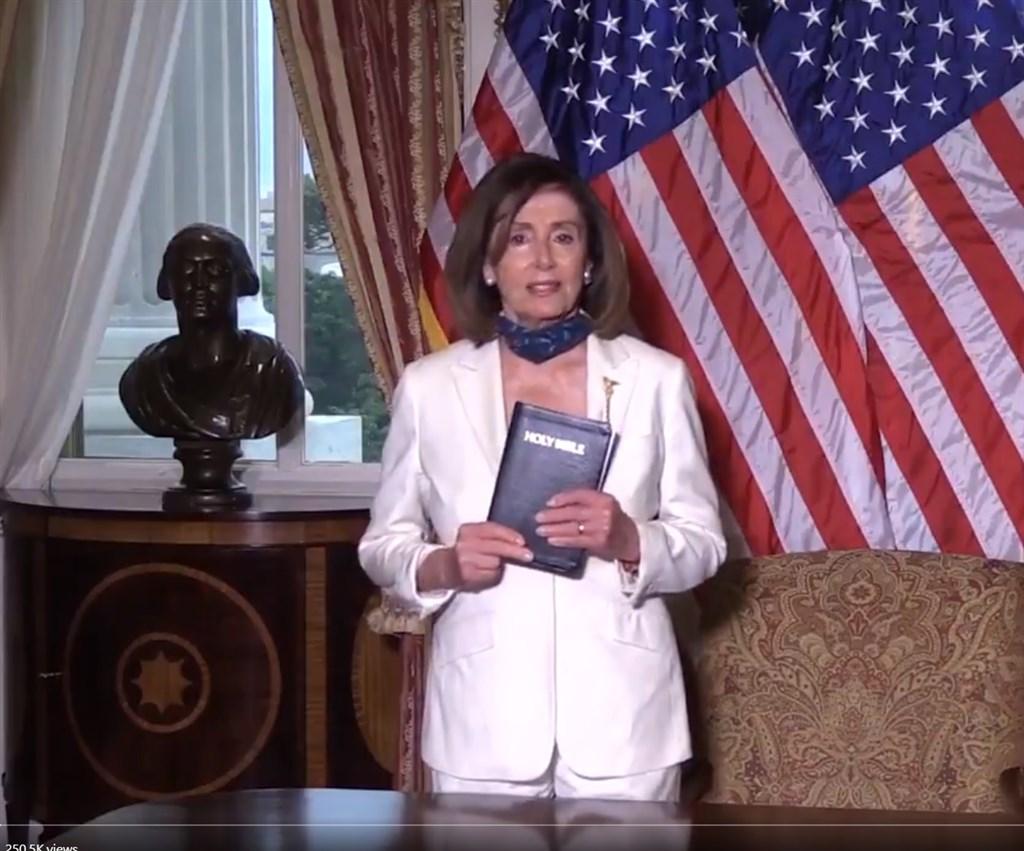 美國民主黨籍聯邦眾議院議長裴洛西2日承諾,要就非裔男子佛洛伊德之死引發的「種族標籤」和其他問題制定立法。(圖取自twitter.com/SpeakerPelosi)