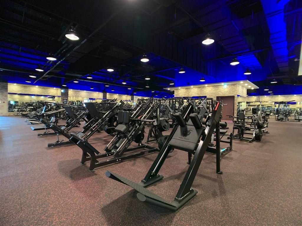 台灣的健身風氣持續躍進,帶動業者投資意願。手握健身中心品牌「健身工廠」的柏文健康事業將斥資逾新台幣6億元興建營運總部與據點。(圖取自facebook.com/FitnessFactory.Group)