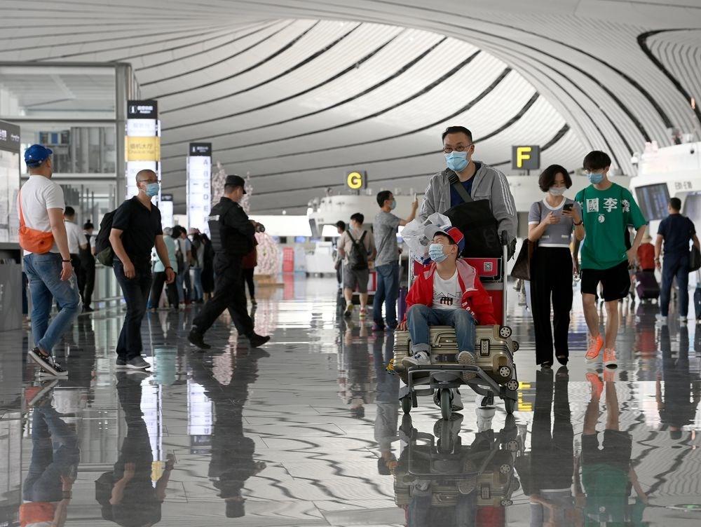 美國宣布16日起暫停所有中國航企飛往美國的定期客運航班後,北京隨即放寬政策,允許美企有限度復飛。圖為北京大興國際機場。(檔案照片/中新社提供)