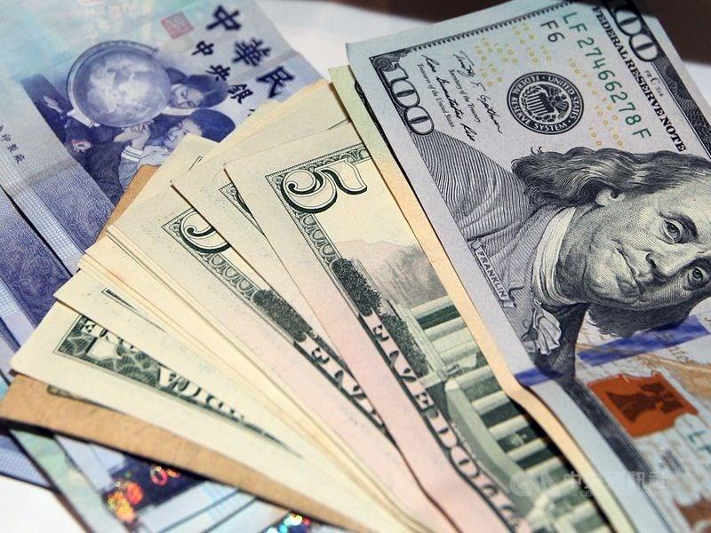 新台幣兌美元5日中午暫收29.823元,升1.03角。(中央社檔案照片)