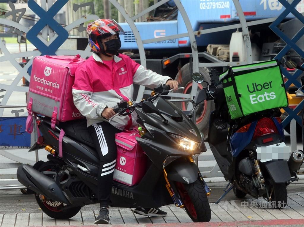 疫情拉抬外送需求,foodpanda宣布自12日起在全台16個縣市提供24小時外送服務。(中央社檔案照片)
