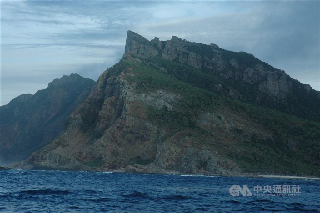 外交部發言人歐江安9日表示,釣魚台列嶼是台灣固有領土,呼籲石垣市勿影響台日友好關係。圖為距離釣魚台零點四浬的釣魚台近貌。(中央社檔案照片)