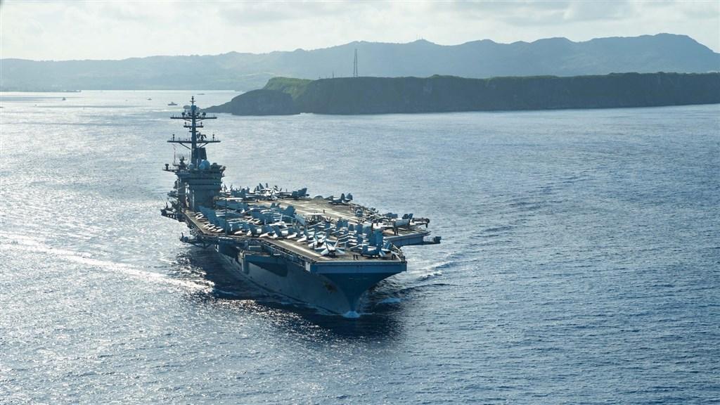 美國官員透露,海軍調查航空母艦「羅斯福號」400名海軍官兵的血清檢測發現,約有60%的人對病毒有抗體。(圖取自facebook.com/USSTheodoreRoosevelt)