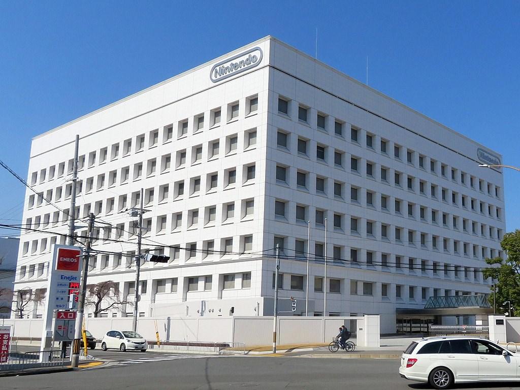 日本電玩大廠任天堂10日坦承,自4月初以來,多達30萬組玩家帳號遭駭客入侵。圖為任天堂東京總部。(圖取自維基共享資源;作者Tokumeigakarinoaoshima,CC BY-SA 4.0)