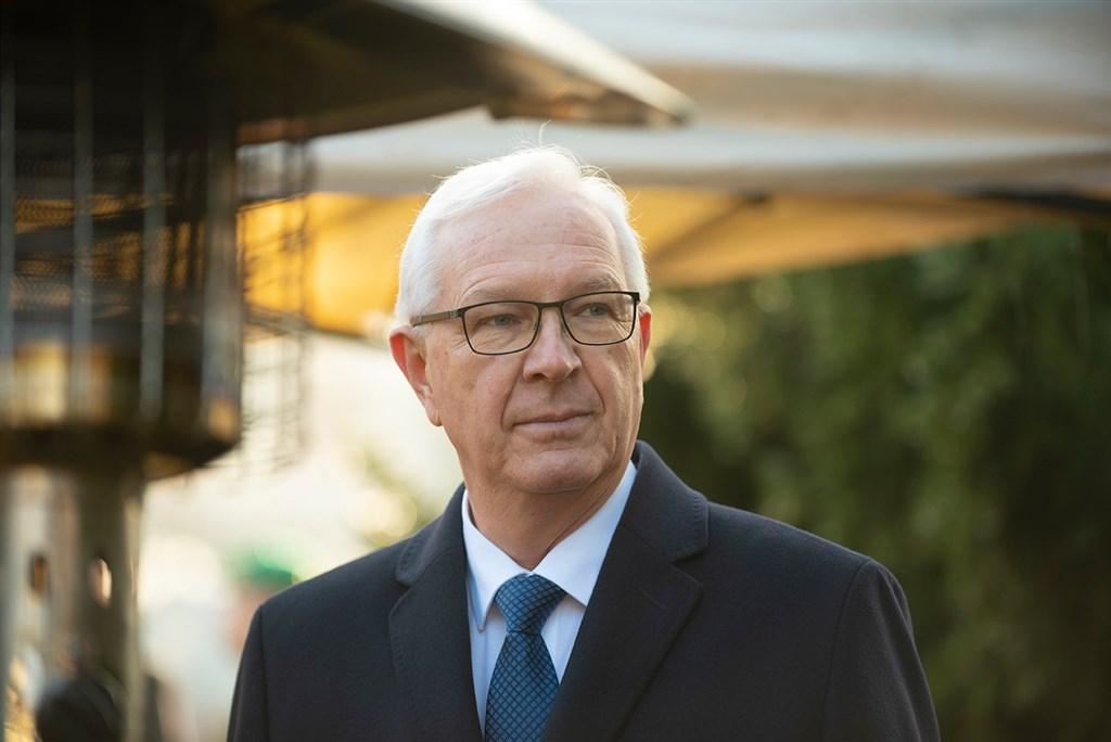曾競選總統的捷克參議員德拉霍斯宣布將在10月訪問台灣,促進兩國在網路安全和防疫等領域的交流。(圖取自facebook.com/drahosjiri)