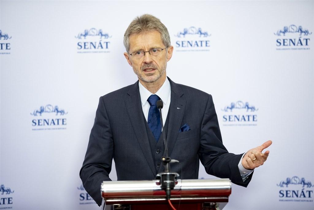 捷克參議院議長維特齊表示,台灣是事實獨立的自由國家,他將利用訪台機會推動兩國的經貿和文化關係。(圖取自twitter.com/SenatCZ)