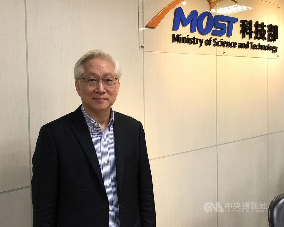 科技部長吳政忠10日出席媒體茶敘,提到會延續過去政策,同時加強跨部會合作。中央社記者蘇思云攝 109年6月10日