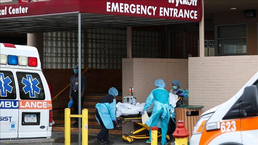 美國部分州傳出武漢肺炎住院病例攀升的現象,美國國家過敏與傳染病研究院主任佛奇12日警告,如果沒有健全的疫調追蹤機制,疫情恐會失控。圖華府醫療人員運送病患遺體。(安納杜魯新聞社提供)