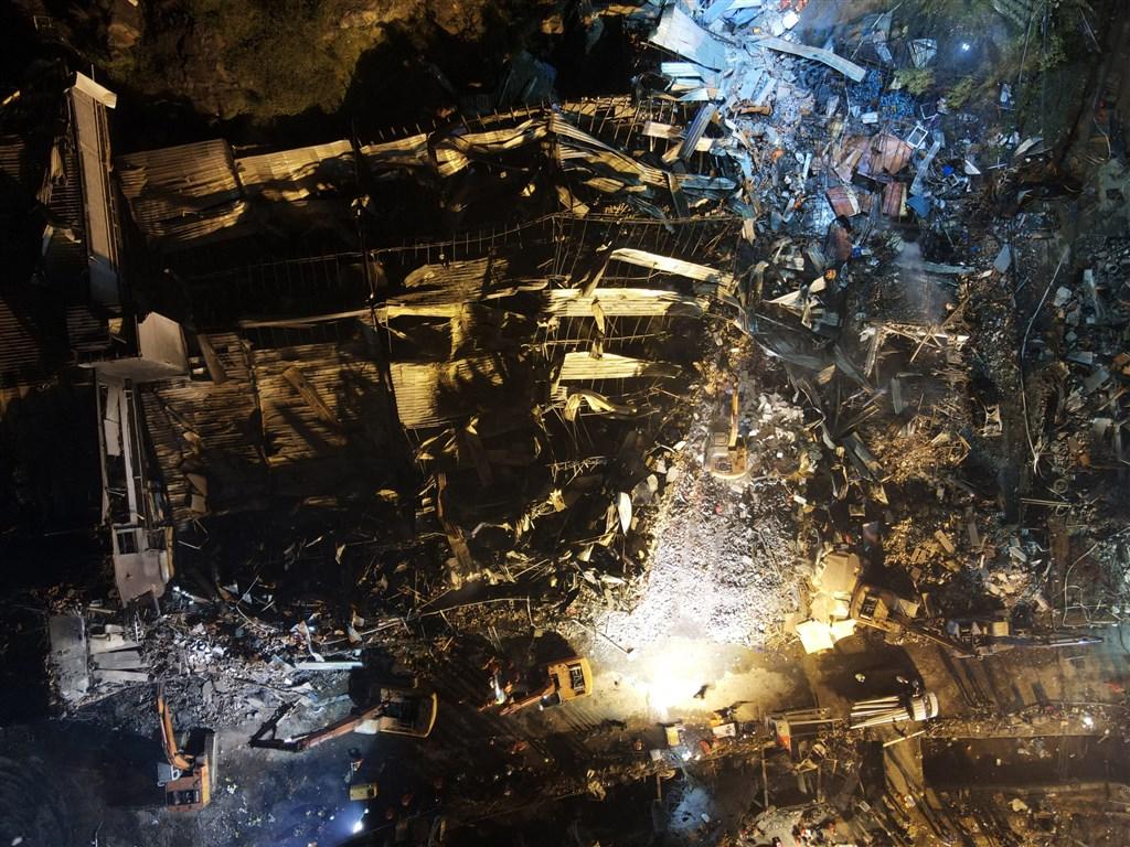 浙江溫嶺良山村高速路段13日發生槽罐車爆炸事件,死傷慘重,周邊建築被夷為平地。(中新社提供)