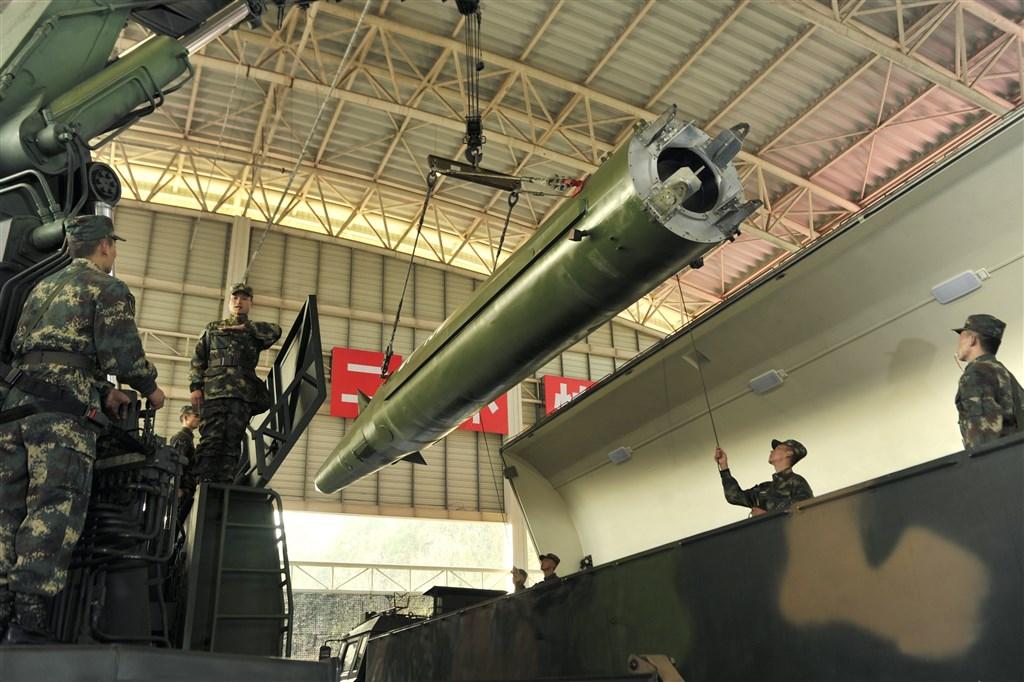 北大西洋公約組織秘書長史托騰柏格說,中國的導引飛彈射程可及歐洲,呼籲盟國正視中國崛起的挑戰。圖為中國火箭軍。(檔案照片/中新社提供)