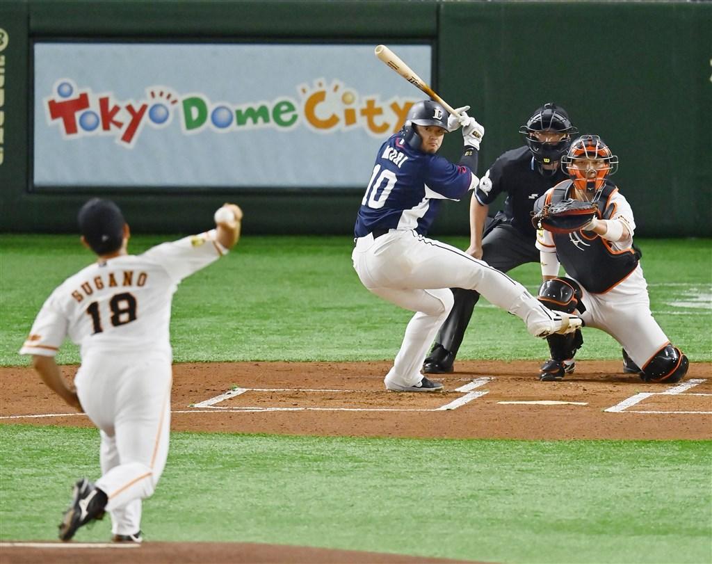 日本職棒15日召開線上記者會,公布2020年球季完整賽程。圖為2日西武與巨人隊的練習賽。(共同社提供)
