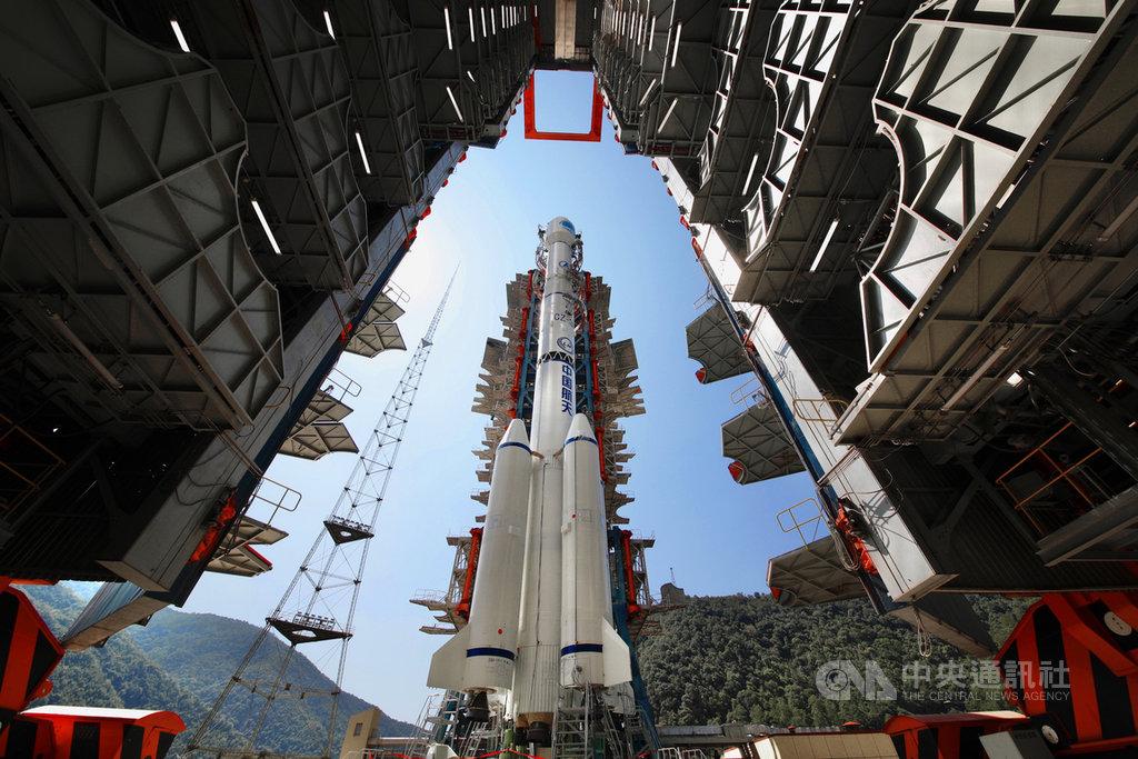 中國原定16日上午發射最後一顆的北斗三號衛星,卻因發現載運火箭「長征三號乙」產品技術問題,宣布延後發射任務。圖為長征三號乙火箭。(中新社提供)中央社  109年6月16日