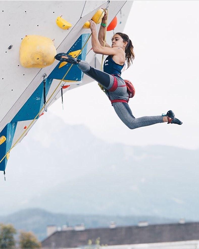 法國少女攀岩明星杜阿迪在法國阿爾卑斯山的岩壁攀岩時失足跌落150公尺深的險徑,不幸喪命。(檔案照片/圖取自杜阿迪IG網頁instagram.com)