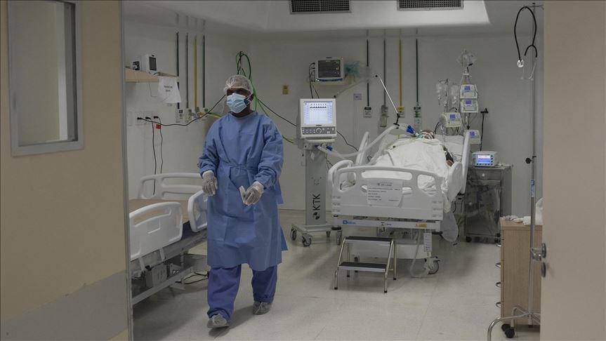 全球武漢肺炎確診病例15日突破800萬關卡,其中逾半在美國和歐洲,而拉丁美洲感染數則直線飆升。圖為巴西里約熱內盧一處醫院的加護病房收治染疫患者。(安納杜魯新聞社提供)