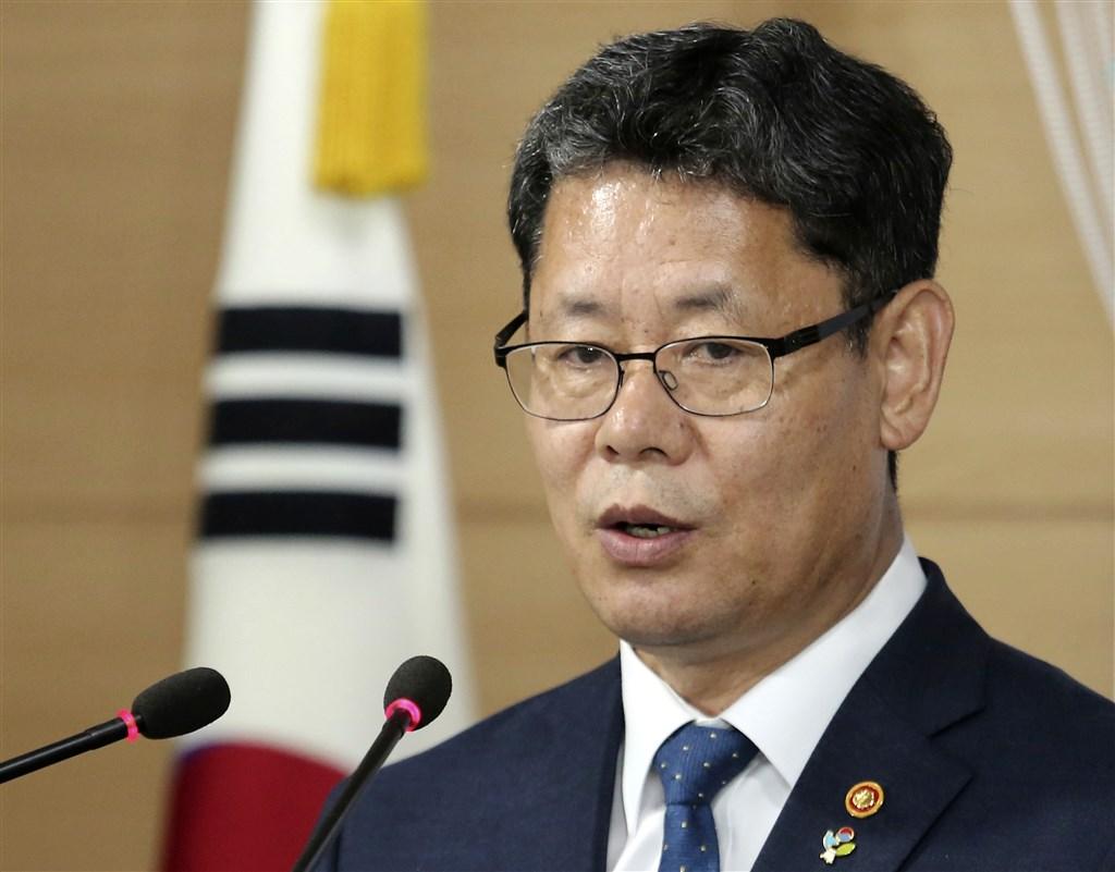 南韓統一部長金煉鐵17日表示,會為兩韓關係惡化負起責任,已向南韓總統府青瓦台請辭。(美聯社)
