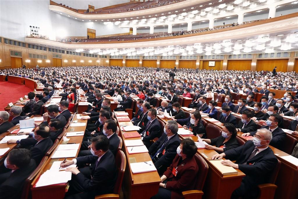 中國全國人大常委會法工委發言人岳仲明表示,「港版國安法」並不在18日將舉行的全國人大常委會議的審查議案中,但已被列為年底前要「加快制定」的法律。圖為中國第13屆人大會議。(中新社提供)