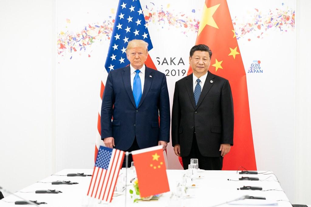 白宮前國家安全顧問波頓在即將出版的新書中爆料,中國國家主席習近平(右)曾強烈要求美國總統川普(左)審慎處理台灣議題,在大阪G20高峰會時更直接表明不要讓總統蔡英文訪美。(圖取自Flickr;作者The White House,版權屬公眾領域)