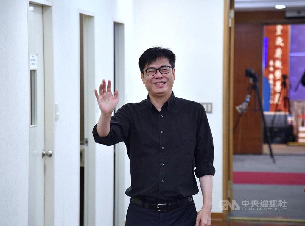 行政院副院長陳其邁(圖)請辭投入高雄市長補選,18日上午出席任內最後一次行政院會,並到行政院記者室向媒體記者告別。中央社記者王飛華攝 109年6月18日