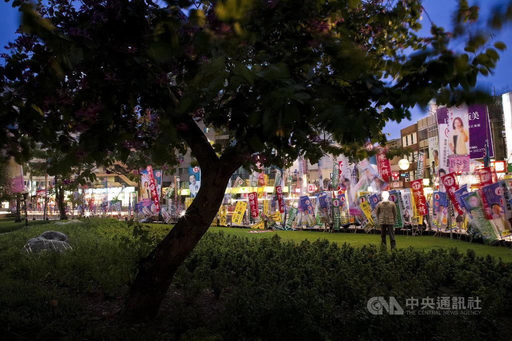 台灣攝影家吳政璋的作品從環境「紀實」認知到「超現實」 冷靜批判。創作者企圖邀請觀影者在 「失控」的「美景」中尋找一種反省與改變的可能。(吳政璋提供)中央社記者曾婷瑄巴黎傳真 109年6月18日