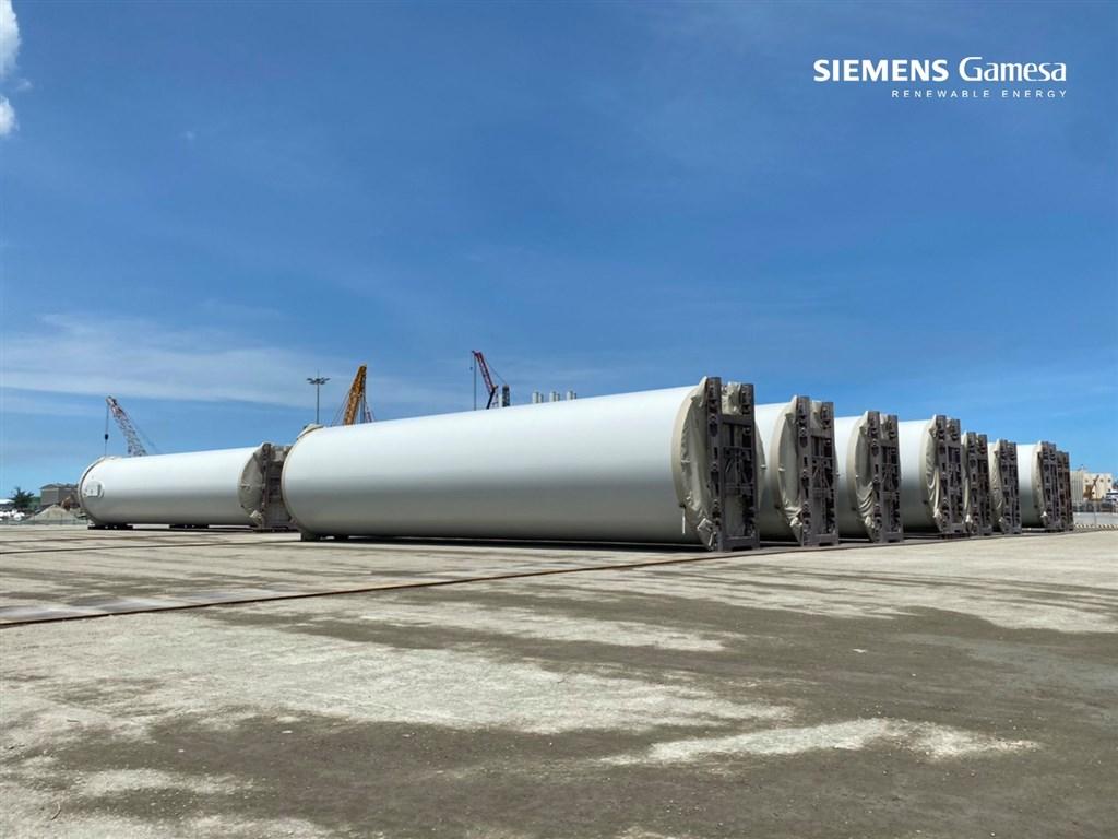 風電國產化跨出大步,西門子歌美颯表示,首批國產化風機塔架已完成生產,將在今年交貨安裝,將供給允能雲林離岸風場,早於政府規劃塔架國產化時程一年。(圖取自facebook.com/siemensgamesatw)