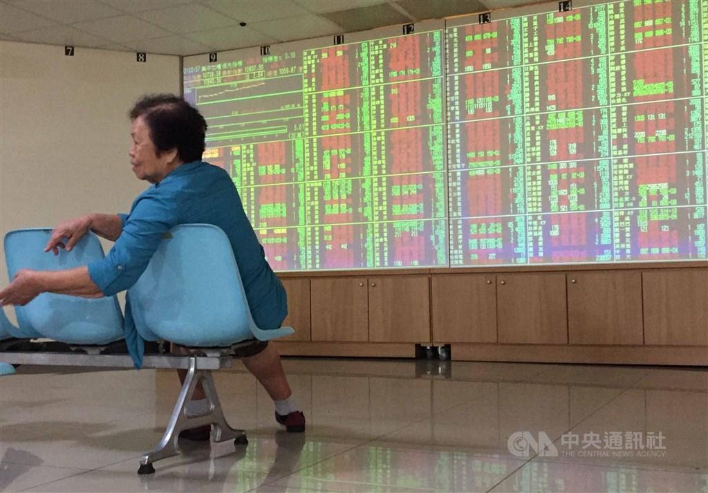 台北股市22日開盤漲4.05點,加權股價指數為11553.91點。(中央社檔案照片)