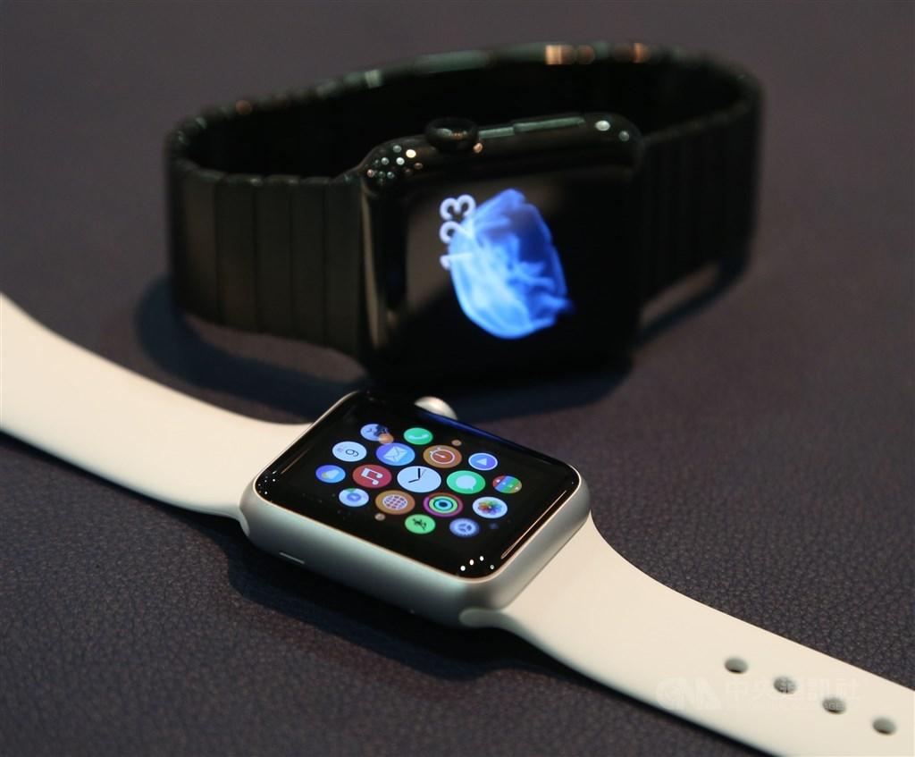 蘋果22日發表新的產品功能及服務,其中Apple Watch可藉由追蹤手的動作或水流聲音,來判斷使用者是否正在洗手,甚至會提醒使用者防疫洗手再久一點。(中央社檔案照片)