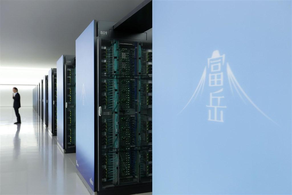 評比超級電腦計算速度的最新世界排行榜22日公布,日本理化學研究所與富士通所開發的「富岳」奪冠。(共同社提供)