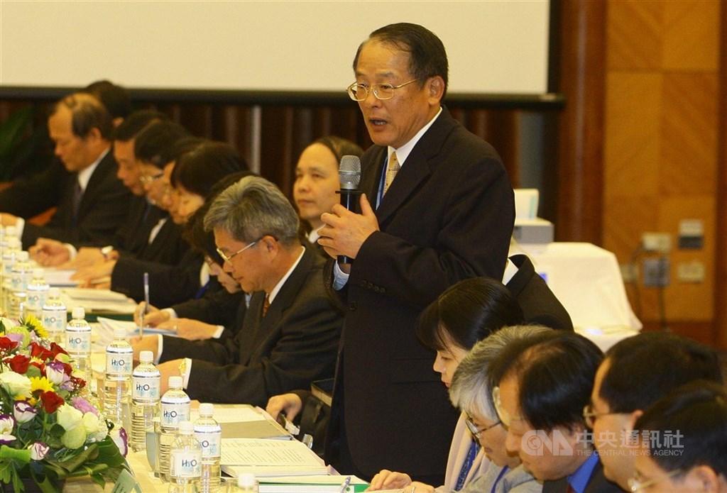 2010年ECFA磋商主談人是時任經濟部國貿局局長黃志鵬(站立者)。中央社記者謝佳璋攝 99年3月31日