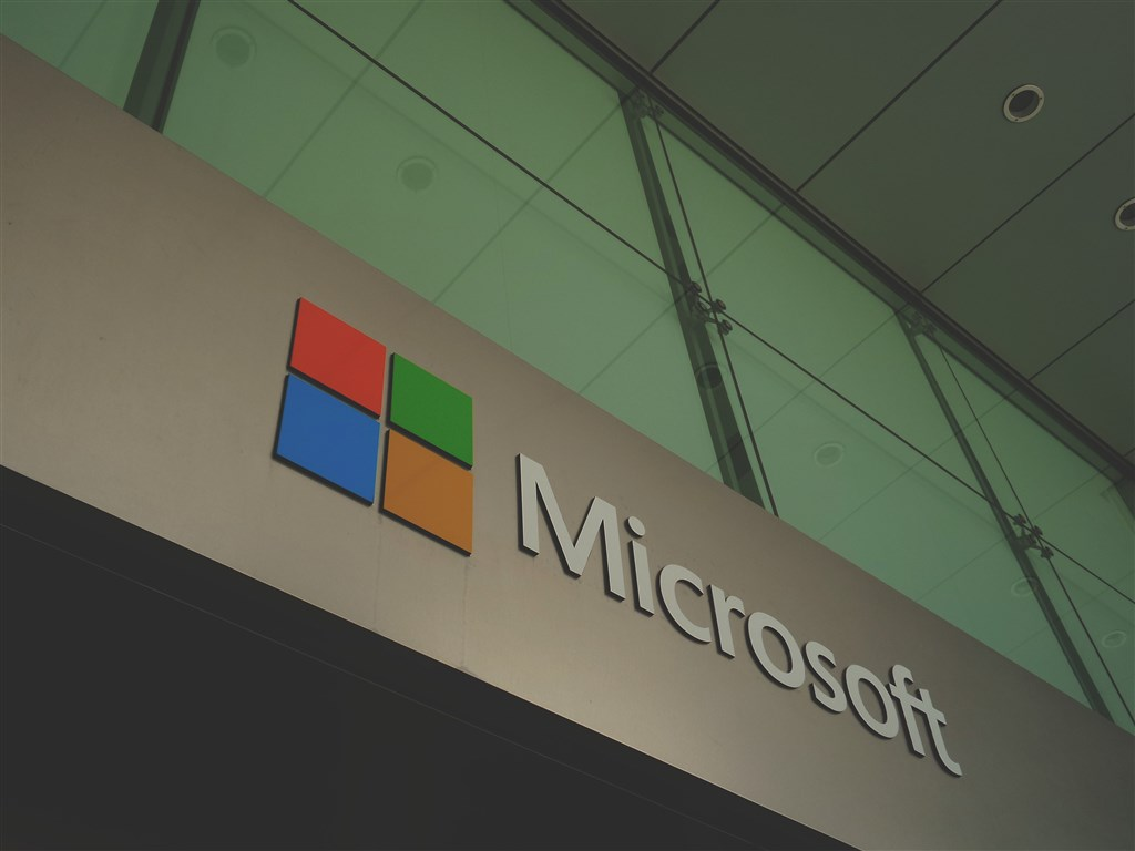 微軟宣布將關閉所有實體直營商店,轉為以線上商店為主。(圖取自Unsplash圖庫)