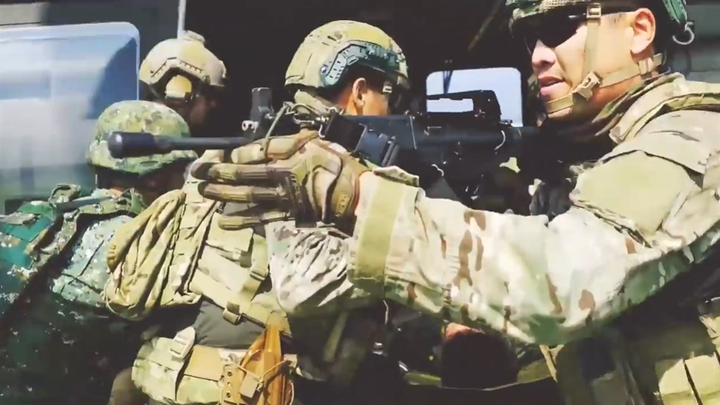 美軍特戰第一總隊2019年2月在社群公布EXCELLENCE形象短片,披露美軍在台灣與陸軍特戰人員共同操演、協訓畫面。(圖取自facebook.com/1stSFGroup)