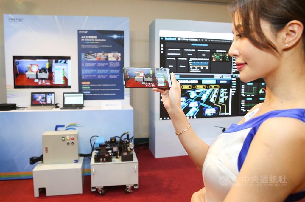 中華電信30日舉行5G啟用典禮,現場展示5G企業服務等相關應用。中央社記者謝佳璋攝 109年6月30日
