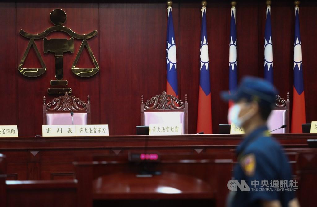 台北高等行政法院多個合議庭因審案認為黨產條例有違憲疑義,向司法院大法官聲請釋憲。大法官30日上午在憲法法庭進行言詞辯論。中央社記者王騰毅攝 109年6月30日