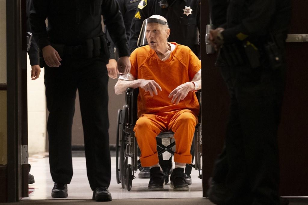 美國「金州殺人魔」迪安格羅在1970年代到1980年代犯案累累,逍遙法外30多年後落網,他29日坦承犯下13項謀殺罪和數十起強暴、搶劫和綁架案。(美聯社)