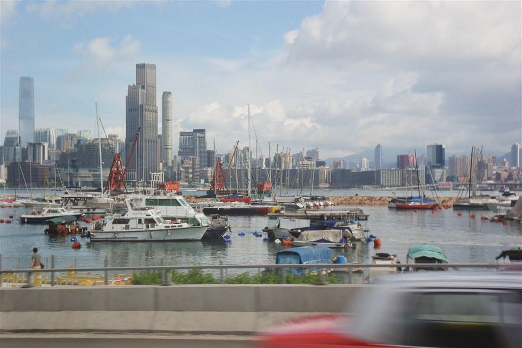 趕在北京即將表決港區國安法前,美國商務部長羅斯宣布,撤銷香港特殊地位,暫停對港執行優惠待遇規定,包括提供出口許可證豁免。圖為維多利亞港。(圖取自Unsplash圖庫)