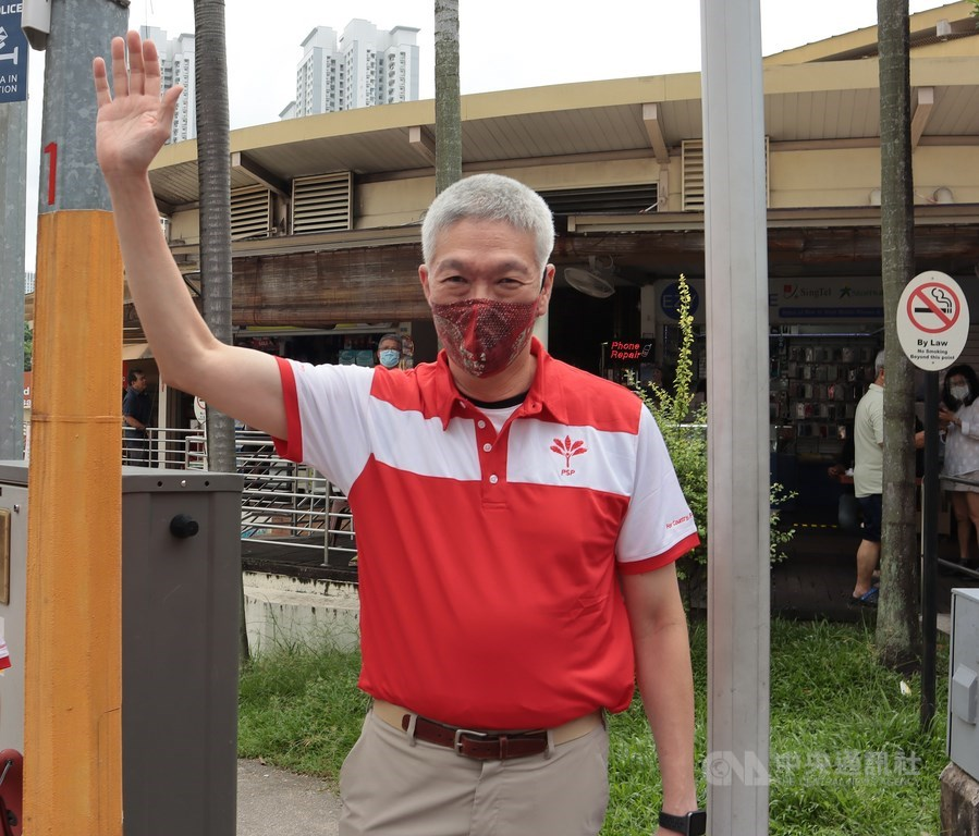新加坡7月將舉行國會大選,總理李顯龍胞弟李顯揚(圖)日前正式加入在野黨新加坡前進黨,但他30日表示,將不會參加這次選舉。中央社記者黃自強新加坡攝 109年6月28日