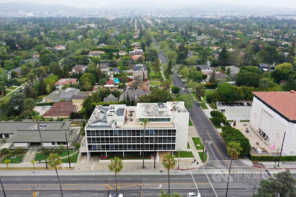 駐洛杉磯台北經濟文化辦事處購得的新大樓位在威爾榭大道(Wilshire Blvd),後方為住宅區。目前辦公空間正在整修,預計明年底完工。(朱文祥提供)中央社記者林宏翰洛杉磯傳真 109年7月1日