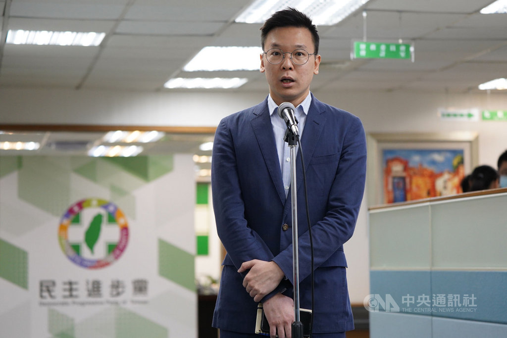 中國大陸通過港區國安法後,陸委會緊急成立「台港服務交流辦公室」,以提供港人必要的協助。對此,民進黨副祕書長林飛帆(圖)1日表示,這個辦公室不是關心香港的句點,而是台灣透過政府力量實際協助港人的起點。未來這個機制還需要更多政府與民間的公私協力。中央社記者徐肇昌攝 109年7月1日