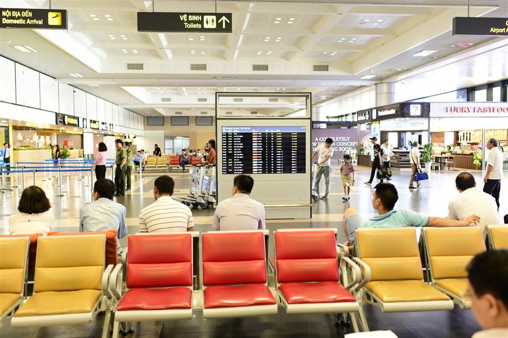 越南交通部一名官員表示,越南將考慮對連續30天沒有社區感染病例的國家與地區重啟國際航線,優先名單包括台灣。(圖取自新山一機場網頁www.vietnamairport.vn)
