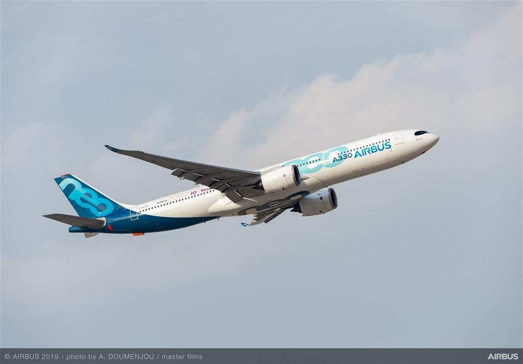 全球首例,一架國籍航空A330機型在雨天濕滑跑道降落時,發生落地後3套電腦同時失效。圖為空中巴士A330機型。(圖取自空中巴士網頁airbus.com)