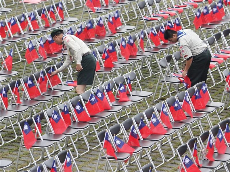 政治大學選舉研究中心3日發布「台灣民眾台灣人/中國人認同趨勢分佈」等3份民調顯示,台灣人認同感是67%,政黨偏好民進黨36.8%,偏向獨立27.5%,都創下歷年新高。(中央社檔案照片)